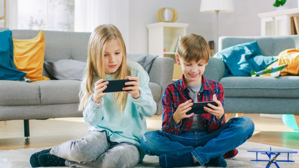 kiedy-pierwszy-telefon-dla-dziecka